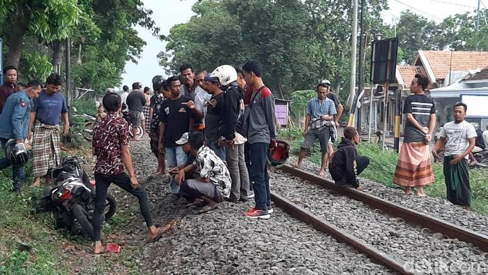 pelajar tewas tertabrak kereta api