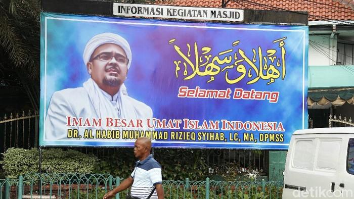 Penertiban baliho bergambar Habib Rizieq Syihab dilakukan di Jakarta. Meski begitu, masih terlihat sejumlah baliho bergambar Habib Rizieq di kawasan Ibu Kota.