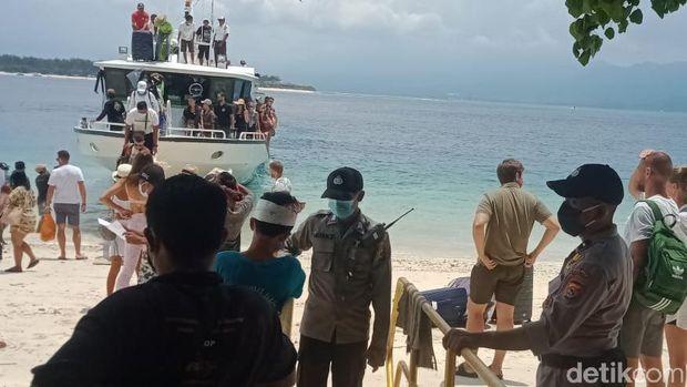 Kepolisian Resor Lombok Utara, Nusa Tenggara Barat (NTB) melakukan penjagaan ketat terhadap wisatawan yang hadir di tiga gili, yakni di Gili Meno, Gili Air dan Gili Trawangan.