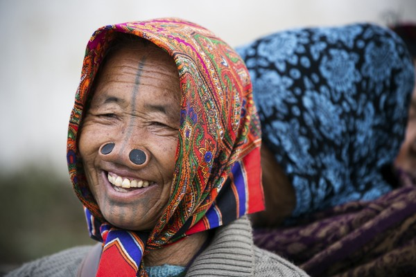 Mereka dikenal sebagai suku dengan wanita-wanita cantik.