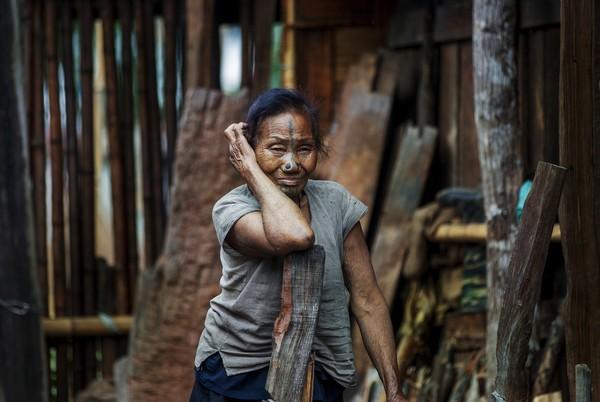 Suku Apatani tinggal di Lembah Subansiri Arunachal Pradesh, India.