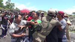 Demo Berlangsung Ricuh, Ini Alasan Warga Lumajang Tutup Tambang Pasir