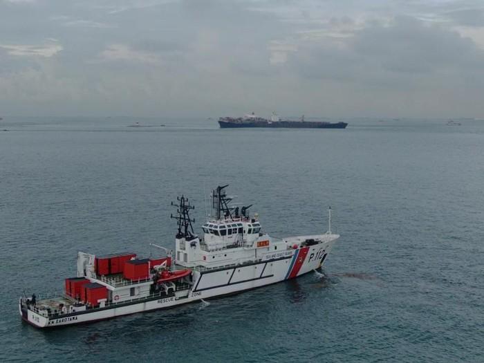 Kapal tanker MV Tina 1 rute Singapura-Jakarta dilaporkan kandas di Perairan Batu Berhenti, Selat Singapura, Batam, Kepulauan Riau.