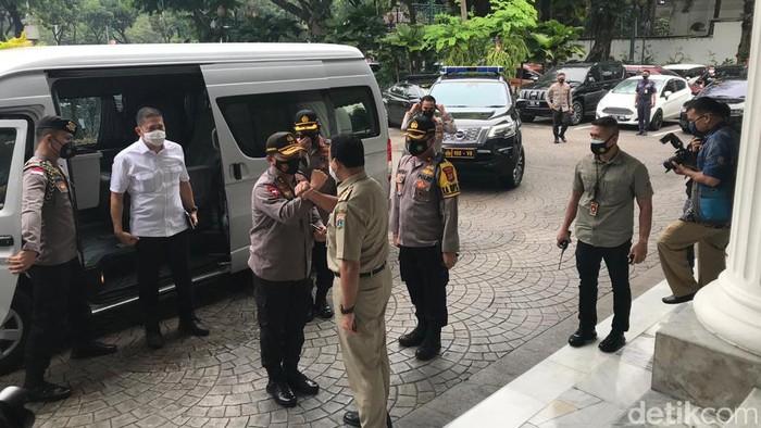 Kapolda Irjen Fadil Imran menemui Gubernur DKI Anies Baswedan di Balai Kota DKI Jakarta (Eva Safitri/detikcom)