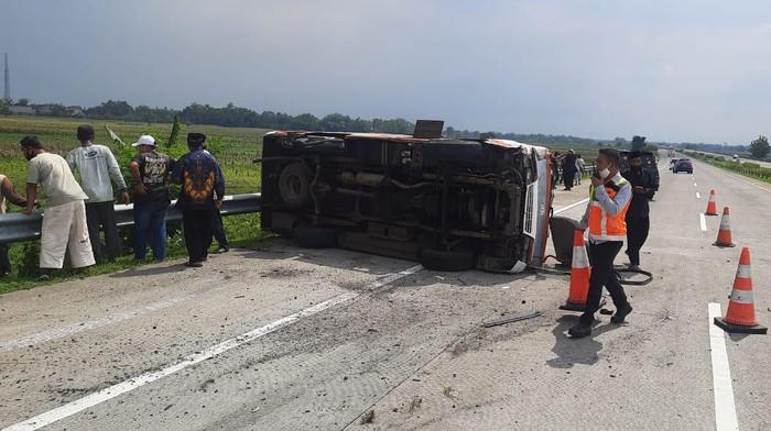 kecelakaan di tol jombang-mojokerto