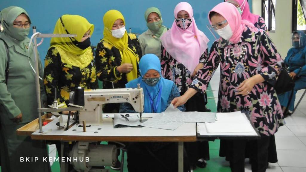 100 Ibu-ibu Sekitar Pelabuhan Patimban Ikuti Pelatihan Kriya Kemenhub