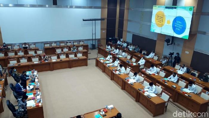 Menag RI Fachrul Razi dalam rapat bersama Komisi VIII DPR/MPR RI.