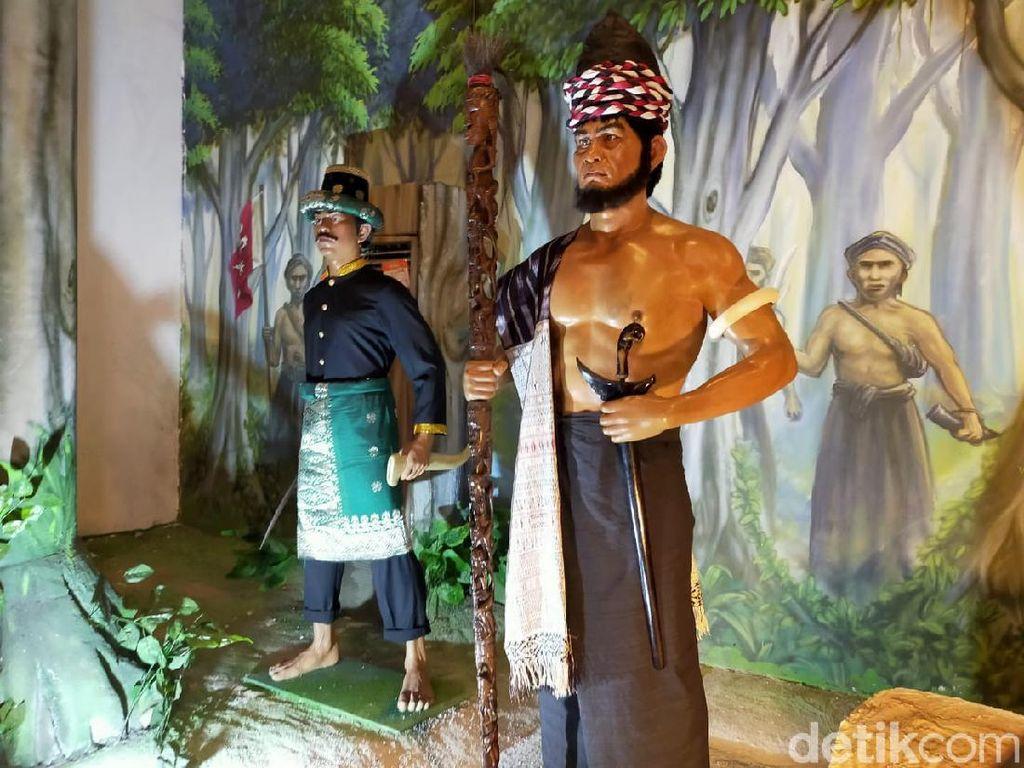 Replika Rumah Adat hingga Galeri Sisingamangaraja di Museum Batak