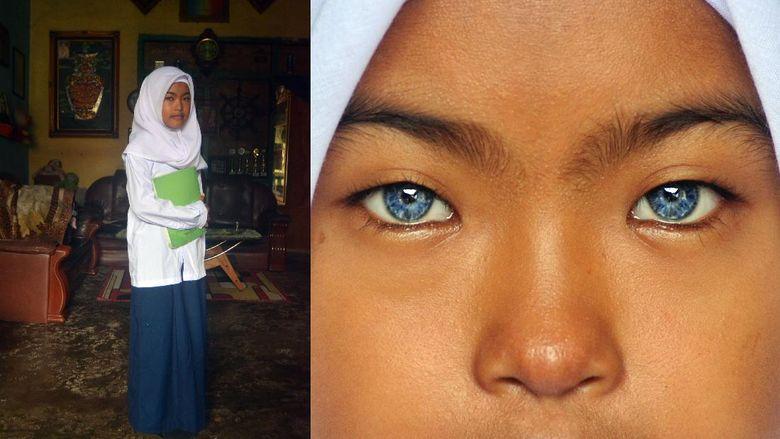 Sahara Amelia (12) berpose di rumahnya, di Kelurahan Kurao Pagang, Kecamatan Nanggalo, Kota Padang, Sumatera Barat, Kamis (22/10/2020). Sahara Amelia yang duduk di bangku SMP itu merupakan satu-satunya bermata biru di keluarganya.