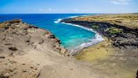 Wow! Pasir Pantai Unik Berwarna Hijau Zamrud