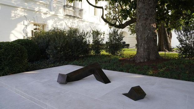 Patung Karya Seniman Jepang-Amerika di Gedung Putih