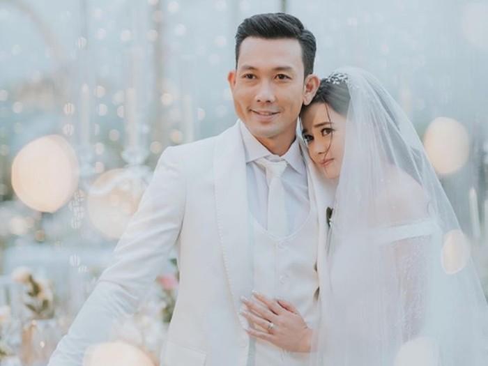 pernikahan Denny Sumargo