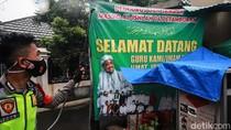 Polisi Kembali Semprot Petamburan III dengan Disinfektan