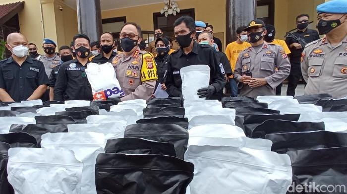 Polrestabes Bandung Ekspose Tembakau Gorila