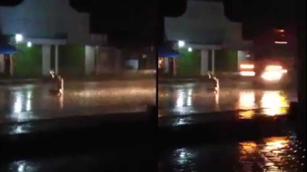 Detik-detik Pria Duduk Bersila di Tengah Jalan Ditabrak Truk