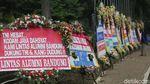 Puluhan Karangan Bunga Mejeng di Kodam Jaya