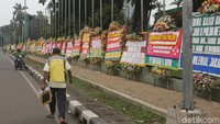 Video Banjir Karangan Bunga di Kodam Jaya Dukung Pencopotan Baliho