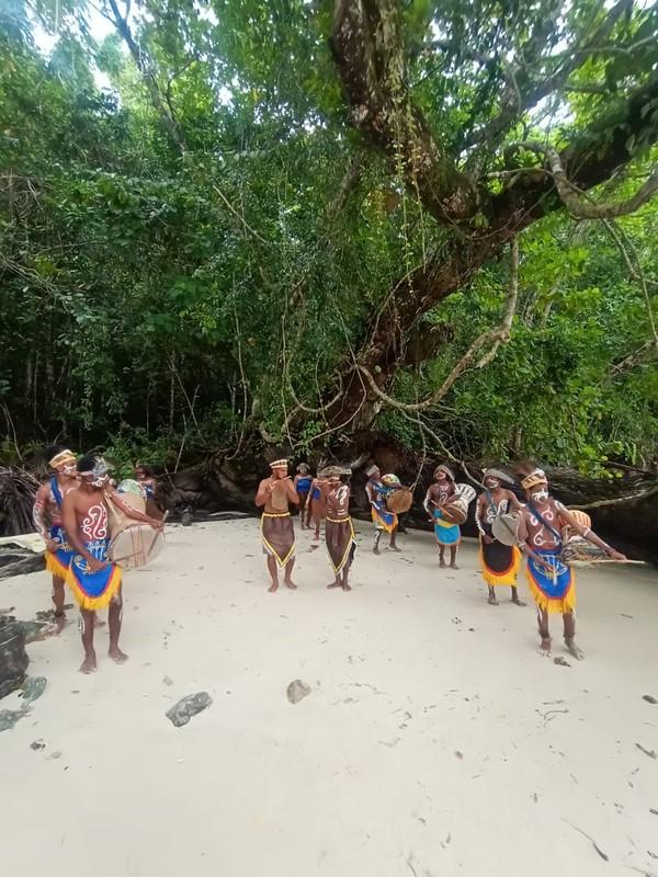 Warga lokal sudah siap menyambut wisatawan yang ingin liburan ke Raja Ampat. (Istimewa)