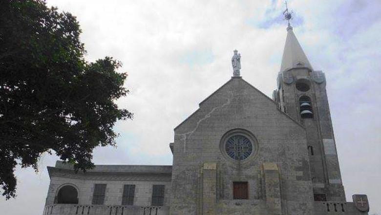 Di Makau terdapat gereja kecil atau kapel yang bersejarah. Kapel ini sudah berdiri bahkan sejak abad ke-17.