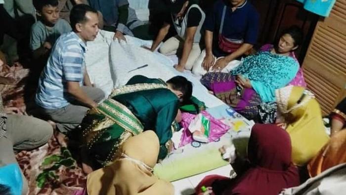 Seorang pengantin pria, Shiming (25) di Kabupaten Gowa, Sulsel ibunya meninggal sesaat jelang akad nikah (dok. Istimewa).