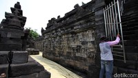 Selama pandemi ini, pengunjung juga dilarang menaiki Candi Borobudur