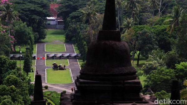 Saat ini Borobudur hanya membuka taman Candi Borobudur untuk umum