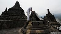 Terpal khusus ini jika ditutupkan di stupa tidak akan menimbulkan kelembaban.