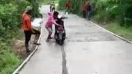 Viral Motor Terobos Jalan Cor Masih Basah di Tulungagung