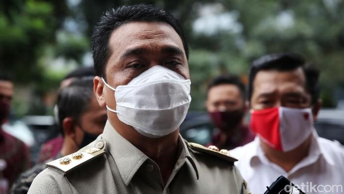 Wakil Gubernur DKI Jakarta Riza Patria memenuhi undangan klarifikasi terkait kerumunan acara Habib Rizieq Syihab di Petamburan. Riza mengaku kedatangannya tersebut sebagai bentuk kewajibannya sebagai warga negara. Riza tiba di Polda Metro Jaya sekitar pukul 11.00 WIB.