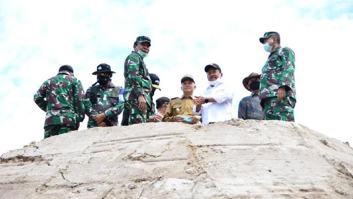 Wakil Menteri Pertahanan RI Sakti Wahyu Trenggono melakukan kunjungan kerja ke Kecamatan Sepang, Kabupaten Gunung Mas, Kalimantan Tengah yang menjadi salah satu lahan untuk pengembangan Food Estate, Senin (23/11).