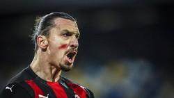 Lihatlah Tanda Merah di Pipi Zlatan Ibrahimovic, Itu Apa Sih?