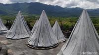 Penutupan stupa dan lorong dengan terpaulin merupakan pengalaman dari meletusnya Merapi di 2010 dan Kelud di 2014 yang mengeluarkan abu vulkanik.