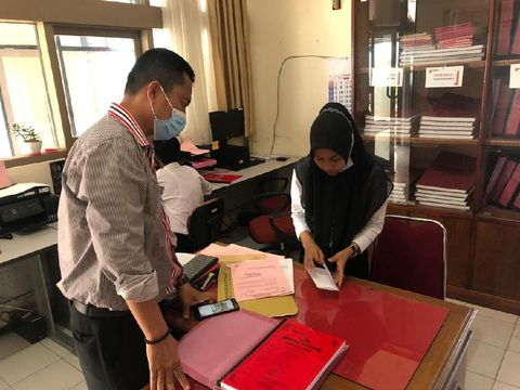 Berkas perkara 4 tersangka anggota moge pengeroyok prajurit TNI di Bukittingi telah dinyatakan lengkap. Keempat tersangka segera disidang (dok Polres Bukittinggi)