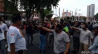 Aksi Damai Tolak FPI di Surabaya Berujung Ricuh