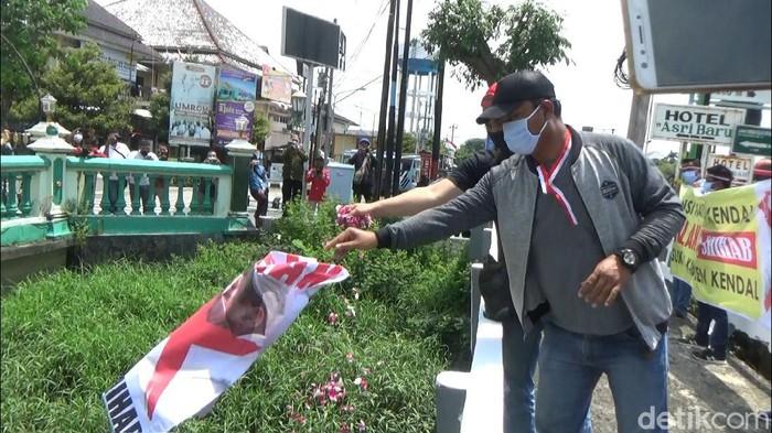 Demo tolak Habib Rizieq di Kendal yang dibubarkan polisi, Selasa (24/11/2020).