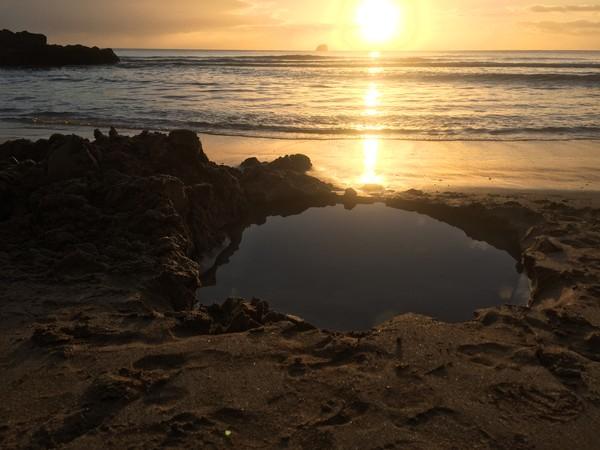 Hot Water Beach terletak di pantai timur Semenanjung Coromandel, Selandia Baru. (Getty Images/iStockphoto)
