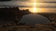 Bukan Sulap Bukan Sihir, Pantai Ini Keluarkan Air Panas dari Pasir