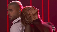 Foto: Aksi Seksi Jlo di Panggung AMA 2020 yang Dituduh Tiru Beyonce