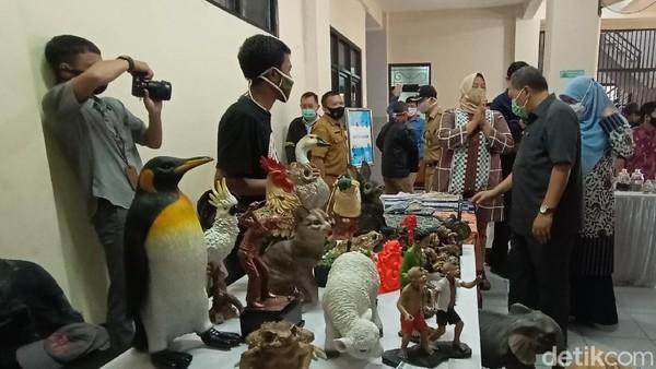 Menurut Oded, kampung wisata harus banyak dibvangun di Bandung. Kota ini tidak memiliki potensi pertanian, jadi wisata harus didongkrak dan dikembangkan. (Wisma Putra/detikcom)