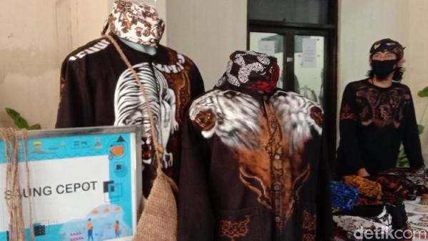 Informasi terkait paket wisata yang ada di Bandung termasuk kampung wisata Cigadung dan Braga bisa ditemukan di Dinas Pariwisata Kota Bandung. Ada pula Tourism Information Center di dekat Masjid Agung Alun-Alun Bandung (Wisma Putra/detikcom)