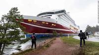 Kapal Kandas, 400 Penumpang Terdampar