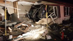 Kasihan, Lagi Enak-enak Tidur di Kamar Malah Jadi Korban Ditabrak Mobil