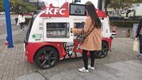 Canggih Betul! KFC Jualan Ayam Pakai Mobil Tanpa Sopir di China