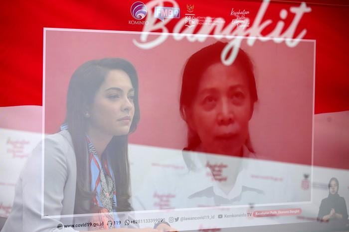 dr. Jane Soepardi, MPH., Pakar Imunisasi menjadi pembicara dalam diskusi mengenai tata laksana vaksinasi di Indonesia dengan moderator dr. Reisa Broto Asmoro, jubir Satgas Covid-19 dan duta adaptasi kebiasaan baru  di Jakarta, Senin, 23 November 2020.