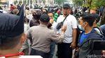 Momen Aksi Damai Tolak FPI Berujung Ricuh di Surabaya