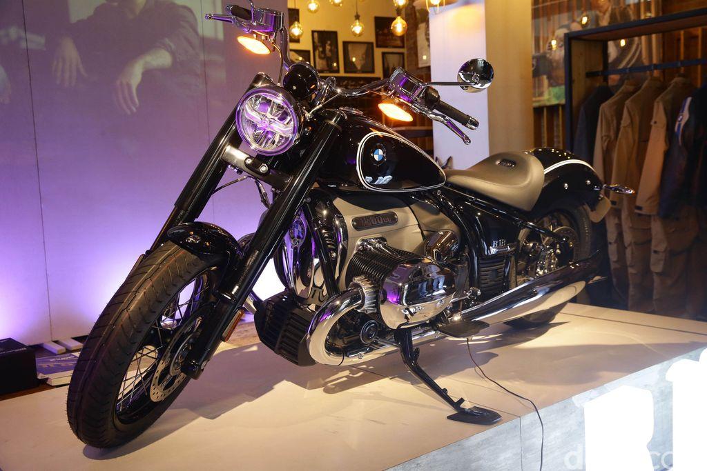 BMW Motorrad Indonesia meluncurkan model cruiser pertamanya yakni R 18 First Edition. Begini tampang keren BMW R 18 First Edition.