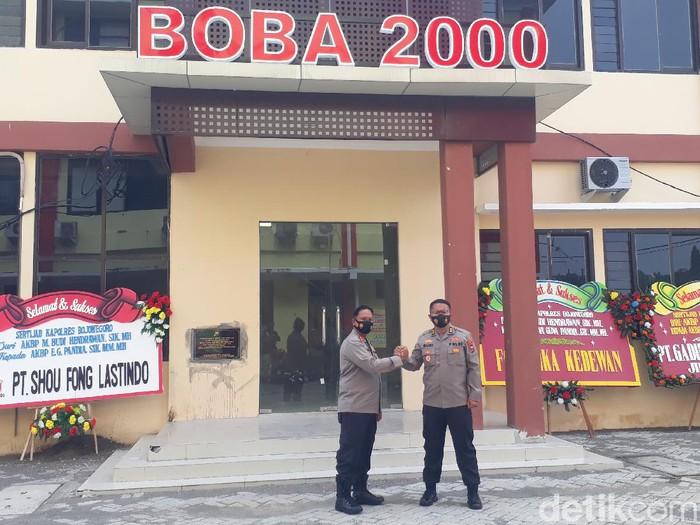 Suasana haru terasa dalam pelepasan Kapolres Bojonegoro AKBP M Budi Hendrawan. Ia akan bertugas di Polda Jawa Timur sebagai Kabag Faskon Rolog.