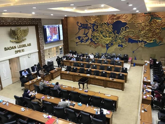 Rapat pleno Baleg DPR RI, di kompleks gedung MPR/DPR pada Selasa, 24 November 2020