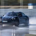 Porsche Taycan Pecahkan Rekor Drift Terpanjang