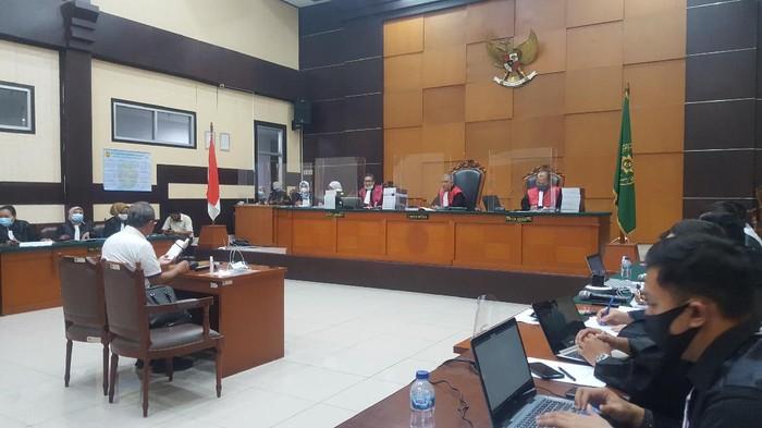 Saksi ahli hukum pidana Nur Basuki di sidang perkara surat jalan palsu Djoko Tjandra.
